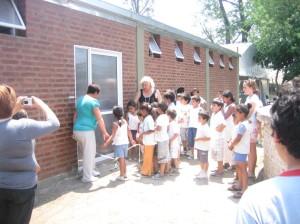 Roxana, los chicos y Eugenia al final de la fila